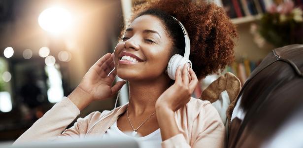 mulher-ouvindo-musica-1511535013801_v2_615x300